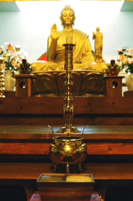 Buddha Hall (closeup) © Dennis Mojado