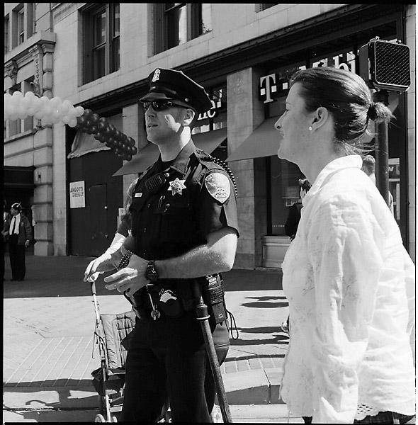 Cop talk © Dennis Mojado