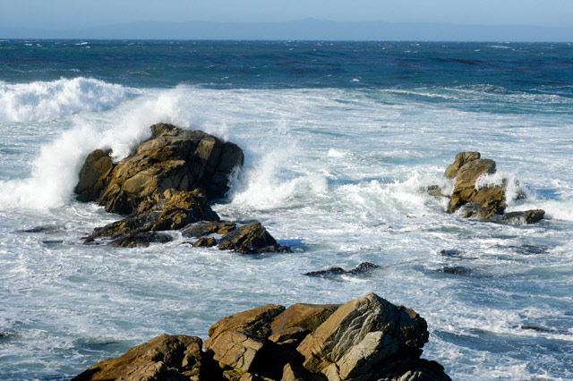 Crashing Sea and Rocks © Dennis Mojado