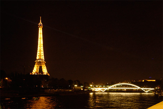 Le Tour Eiffel and Bridge © Dennis Mojado