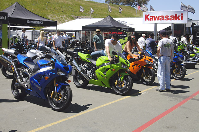 Kawi Bike Booth © Dennis Mojado