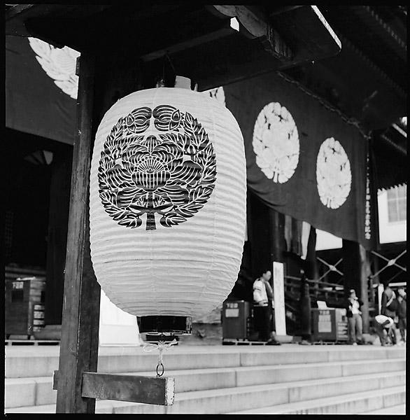 Temple Lantern © Dennis Mojado