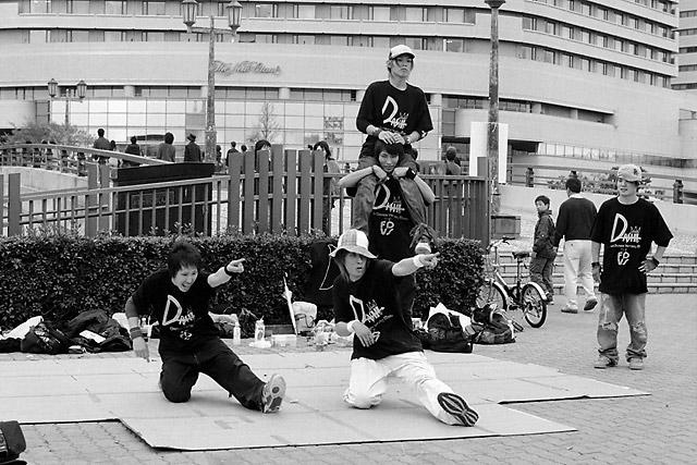 Osaka-jo Posse © Dennis Mojado