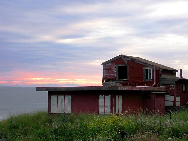 Red House © Dennis Mojado