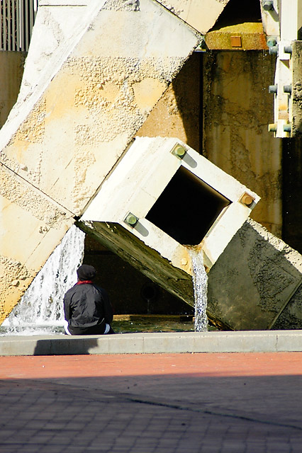 Sitting, Fountain © Dennis Mojado