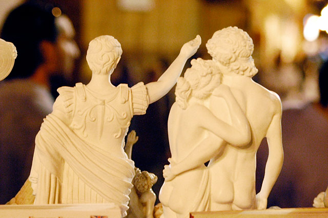 Statuettes © Dennis Mojado