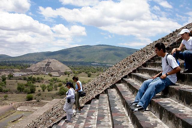 Steps and Moon Pyramid © Dennis Mojado