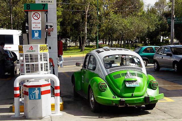 Taxi Gas © Dennis Mojado