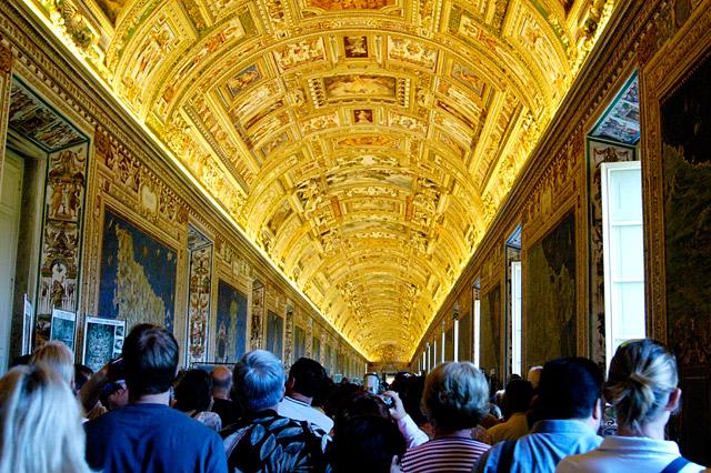 Vatican Pathway © Dennis Mojado